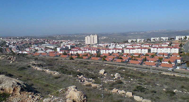 Ariel, one of Israel's illegal settlements in the occupied West Bank. (Salonmor/CC BY-SA 3.0)